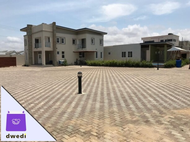 4bedroom-townhouse-with-swimming-pool-and-gym-centre-forrent-at-tse-addo-big-14
